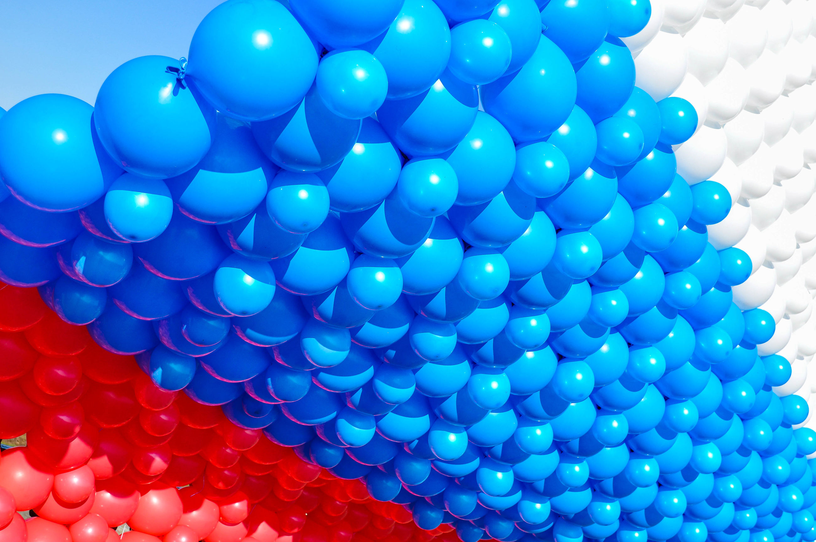 multi colored, large group of objects, full frame, blue, balloon, backgrounds, abundance, indoors, low angle view, pattern, decoration, colorful, celebration, variation, close-up, lighting equipment, shape, sphere, no people, hanging