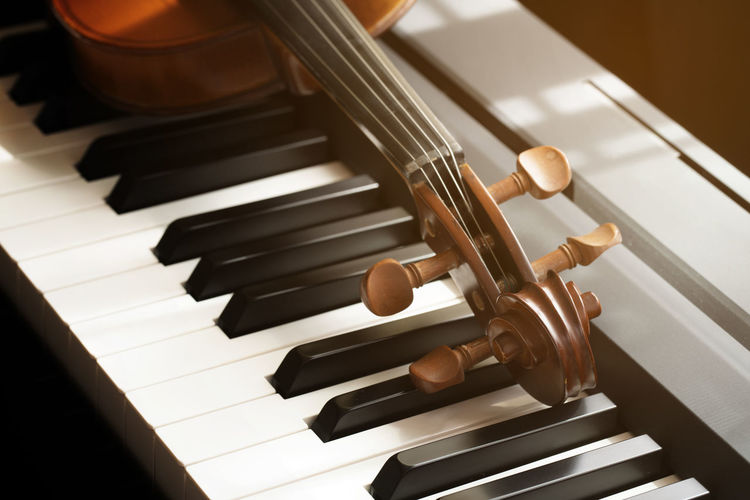 Piano keyboard with violin,top view Musical Equipment Music Musical Instrument Piano Arts Culture And Entertainment Piano Key Indoors  Close-up No People High Angle View Focus On Foreground White Color Wood - Material Still Life Playing Black Color Keyboard String Instrument Sheet Music Keyboard Instrument