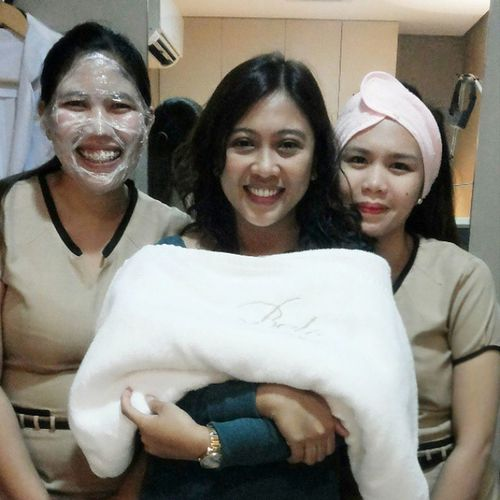 THE PERKS. ♥ Nel Monsalve for FRAXEL. A safe, effective treatment to renew the skin's surface. Joanna Loi Narciso for REVLITE. Ideal for skin rejuvenation and pigmentation changes. And your's truly, LASER HAIR REMOVAL. Process of removing unwanted hair by means of exposure to pulses of laser light. Thankyou Dr. March, Dr. Rox, Ms. Carmen, Ms. Megan and Ms. Rosie. ♥ Belofied Belobeautiful Belomedical BeloFamily happiness