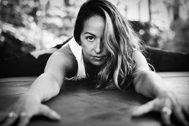 Yoga Yogaeveryday Hathayoga Conciousness  Vinyasayoga Athlete Portrait Healthy Lifestyle City Exercising Sports Clothing Looking At Camera Sport Flexibility Wellbeing Strength Training Cross Training