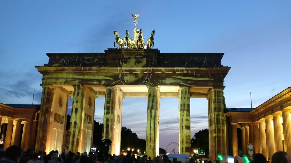 Albrecht Der Baer Berlin Berlin Leuchtet Brandenburger Gate Brandenburger Tor ♥ City Life East History International Landmark Lights Connect Pariser Platz Tourist Travel Destinations