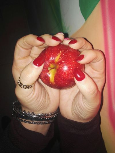 Red One Person Human Body Part Fruit Human Hand Food Biancaneve Apple - Fruit Multi Colored Red Green Color