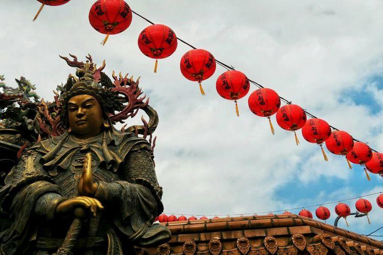 風調雨順。EyeEm Gallery Religion Taking Photos Lanterns Red Taiwanese Culture Taiwanese Style Culture Street Photography Taipei Taiwan Temple Religious Architecture Decoration The Year Of The Monkey Chinese New Year Showcase: February Sky And Clouds