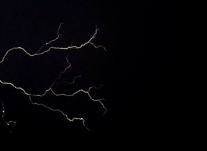 ♬♩Lightning is striking again (and again and again)♬♩ Capture The Moment