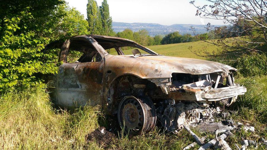 Destruction Cars Destroyed Cars Voiture Brule Field Sky Grass Demolished Ruined