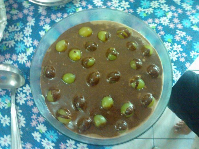 Preparei Hoje Uma , Sobremesa Muito Pratíca ..Uva , Brigadeiro Branco E Ganasche De Chocolate.