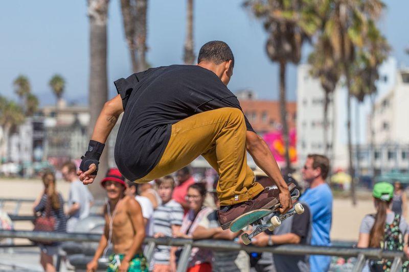 skating, Venice Los Angeles Jumping Skateboarding Skateboard Skateboard Park Venice Beach Los Angeles, California Sunshine Daytime Sportsman City Men Exercising Sport Mid Adult Flexibility Acrobat Skate Photography: Same Tricks, New Perspectives