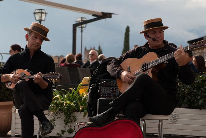 Artisti Di Strada Arts Culture And Entertainment Chitarra Chitarraclassica Guitar Guitarist Music Musical Instrument Musician Musicisti Street Musician