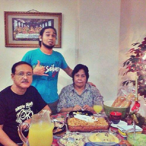 Mader and pader! Xmaseve Nochebuena Merryxmas Homesweethome Letsdigin