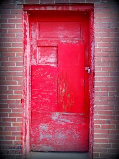 Red Door Door Reddoor Greer Sc Greer, SC Building Exterior Closed Wood - Material Brick Wall Vibrant Color Red Wooden Southcarolinapictures EyeEm Best Shots EyeEm Gallery Mypointofview Photowalk Greatergreenvillesc Fading Away