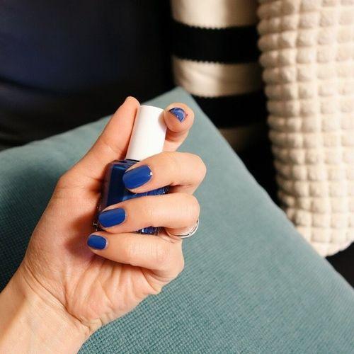 덜덜 떨면서 발랐쟈냐?? 잘발랐긔 Essie Mezmerised Blue Home summer