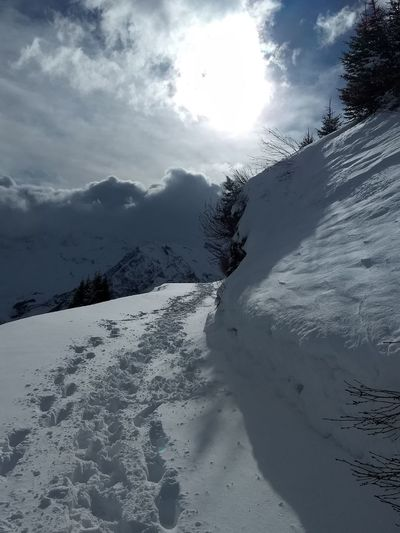 Winterwanderweg Adelboden Tschentenalp Fußspuren Im Schnee Snow Mountain Winter Cloud - Sky Cold Temperature Snowcapped Mountain No People