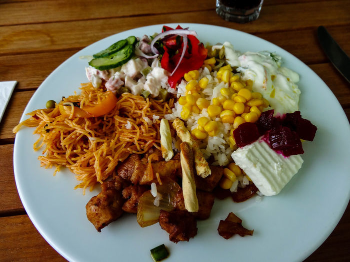 The Street Photographer - 2017 EyeEm Awards Place Of Heart Live For The Story Antalya Turkey Food Lunch Lunch Time! Feta Döner Doner Kebab Eat Eat And Eat Antalya Türkiye The Photojournalist - 2017 EyeEm Awards Paradise Corn Spagetti Rice Beetroot Cucumber Pepper Onion
