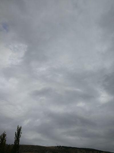 Yağmur yağsa iyi ama böyle kapatıp bekleyince içim kararıyor.. Cloud - Sky Could  Bulutlar EyeEm Selects Karamsar