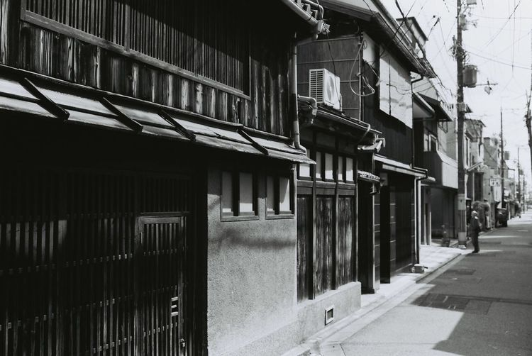 Canon Film EOS1 Filmphotography 35mm Film 35mm Japan Kyoto Streetphoto_bw Monochrome Light And Shadow Black And White Blackandwhite Street Old House Streetphotography People