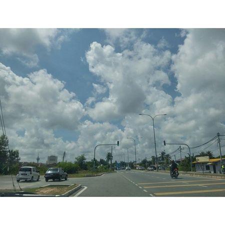 Tunggu adik. Snap gambaq awan dulu. Nofilter Gpro2 D838 Photooftheday picoftheday sunnyday malaysia igmalaysia instamalaysia instagrammalaysia