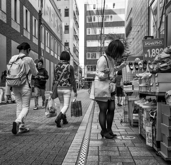 Looking for a Pair Japan Japanese  Streetphotography Streetphoto_bw Blackandwhite Monochrome Street Fashion Shoes People FujiX100T