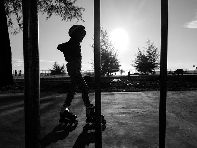 Rollerblade Park Hikaricreative Hartcollective Bnwphotography Blackandwhite Streetphotgraphy_bw Streetphoto_bw Indonesia_photography Indonesian Photographers Collection Streetphotography Street Photography PhonePhotography Black And White Photography Blackandwhite Photography Black & White Streetphotography_bw 500px Flickr Westsumatra Smartphonephotography Black And White Silhouette People