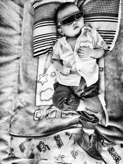 Babies Only Babyhood Indoors  One Person Childhood Baby HuaweiP9Photography Huawei P9 Leica HuaweiP9 Indoors  Blackandwhite Photography Monocrome Photography Blackandwhitephotography Monochrome