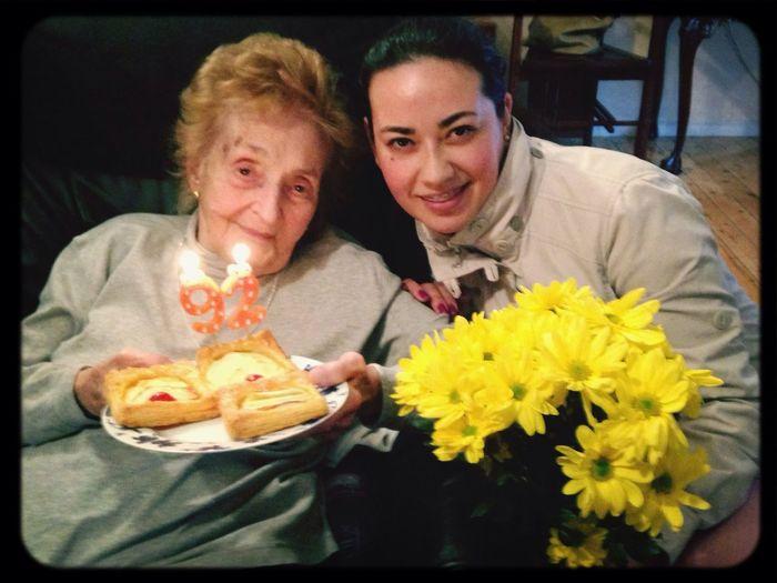 Que las sanas ilusiones de hoy se conviertan en 365 días de realidad <-.-> Feliz 92 Cumpleaños !!!