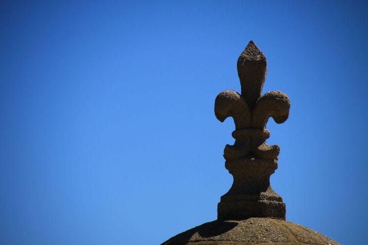 Blue Castle Fleur De Lys Granit Lysflower Sky