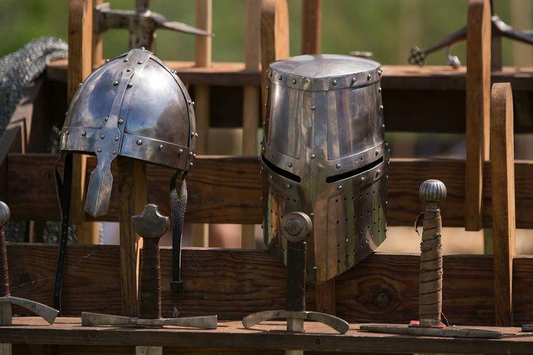 Swords Épée Casques Helmets Seigneur Chevalier Medievale Middle Ages Autour De Chez Moi Moyen âge