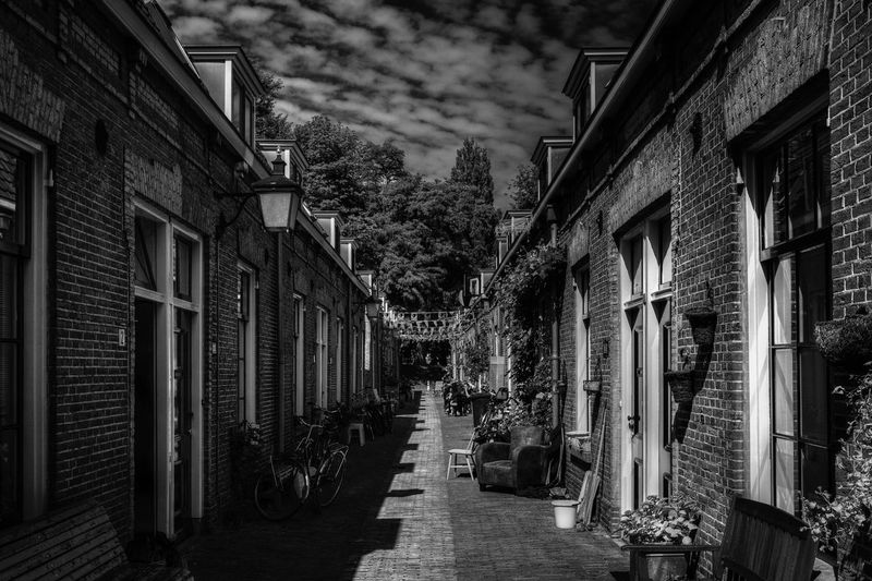 EyeEm Selects Architecture Building Exterior Built Structure The Way Forward No People Outdoors Alley Residential Building Day Tree Sky City
