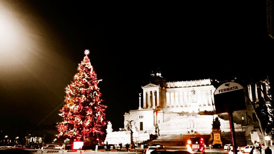 Piazza Venezia Rome christmas tree Lights Milite Ignoto Saturationeffect Lights HDR Red Color Roma Christmas Market Christmas Decoration Tree Christmas Lights Holiday - Event Celebration Town Square
