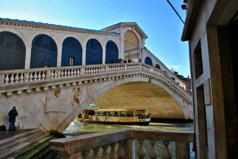Architecture Streetphotography Discovery Travel Venice Grand Canyon Venice, Italy Ponte Di Rialto Travel Destinations Arch Bridge - Man Made Structure Day Sky Architectural Column History Italy Venice Canals Water December Boat