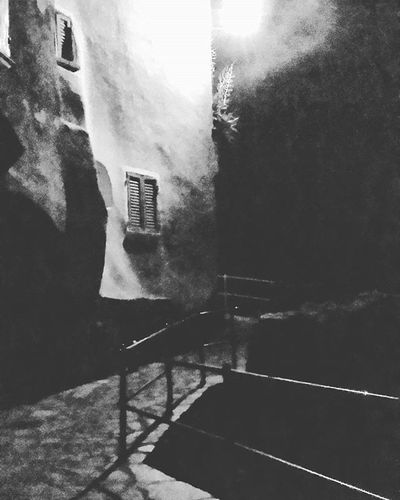 Tellaro by night... Tellaro Night Bw Igers Liguria Dark Window Italy Igersliguria Instaitalia Instaitaly Instagramers Borghitalia Borghipiúbelliditalia Rivieraligure Levanteligure Golfodeipoeti Nottetempo Overnight