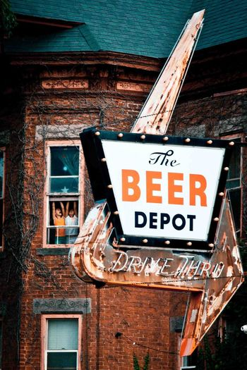 Arrow Arrow Sign Arrow Symbol Beer Deposit Vintage Signs Vintage Text Communication Western Script Sign Architecture Built Structure Building Exterior Capital Letter Information Sign