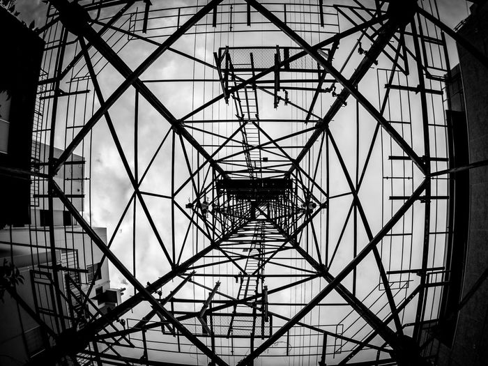 Geometria Olympus Olympus Om-d E-m10 EyeEm Geometric Shape Geometry Tower Monochrome Blackandwhite Black And White モノクロ