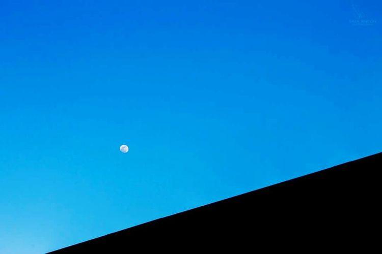 Moon EyeEm Moon Lover Photography Bluesky Perfect Sky Sky_collection Skyporn Daymoon