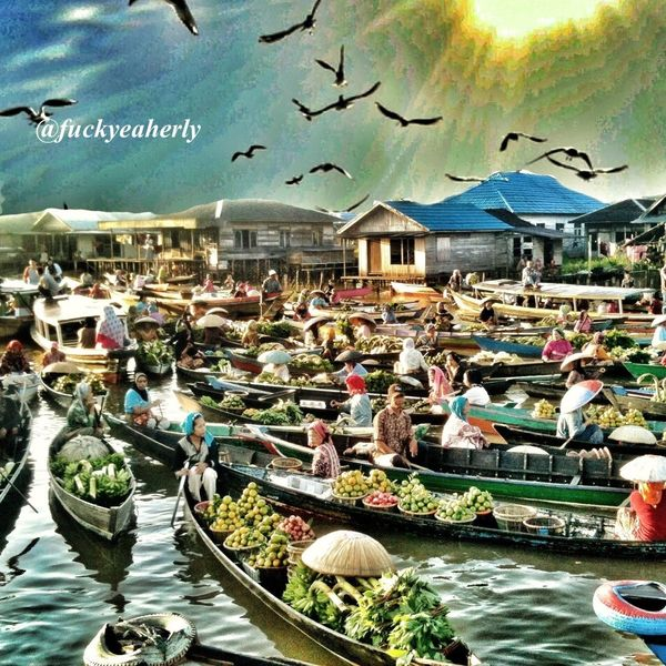 // Traditional Floating Market in South Borneo //