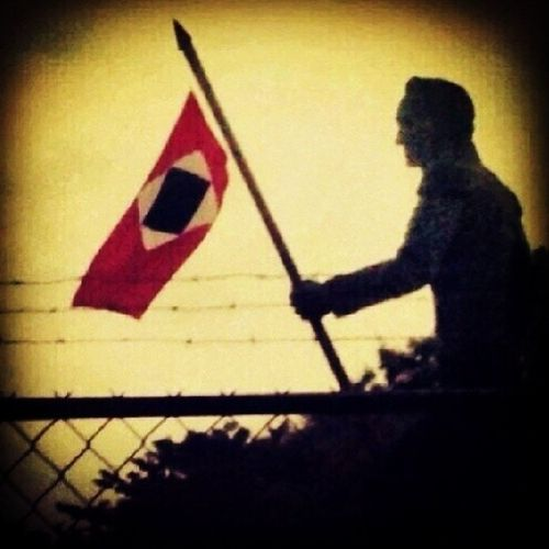 La imagen habla por sí sola. El dio la vida por nuestra libertad y la de muchos países que hoy callan!!! Es nuestro turno, es nuestro deber. ResistenciaVzla ResistenciaAnz FuerzayFe Elquesecansapierde SosVenezuela PrayForVenezuela