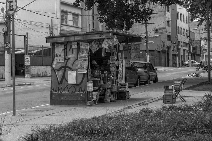Banca de jornal 🗞 SP Sao Paulo - Brazil Brazil Pb Blackandwhite P&B Black And White Pretoebranco Spdagaroa Fotografia Foto Photography Photo Detail Instagood Instago Instalike ınstagram City Sky Riot