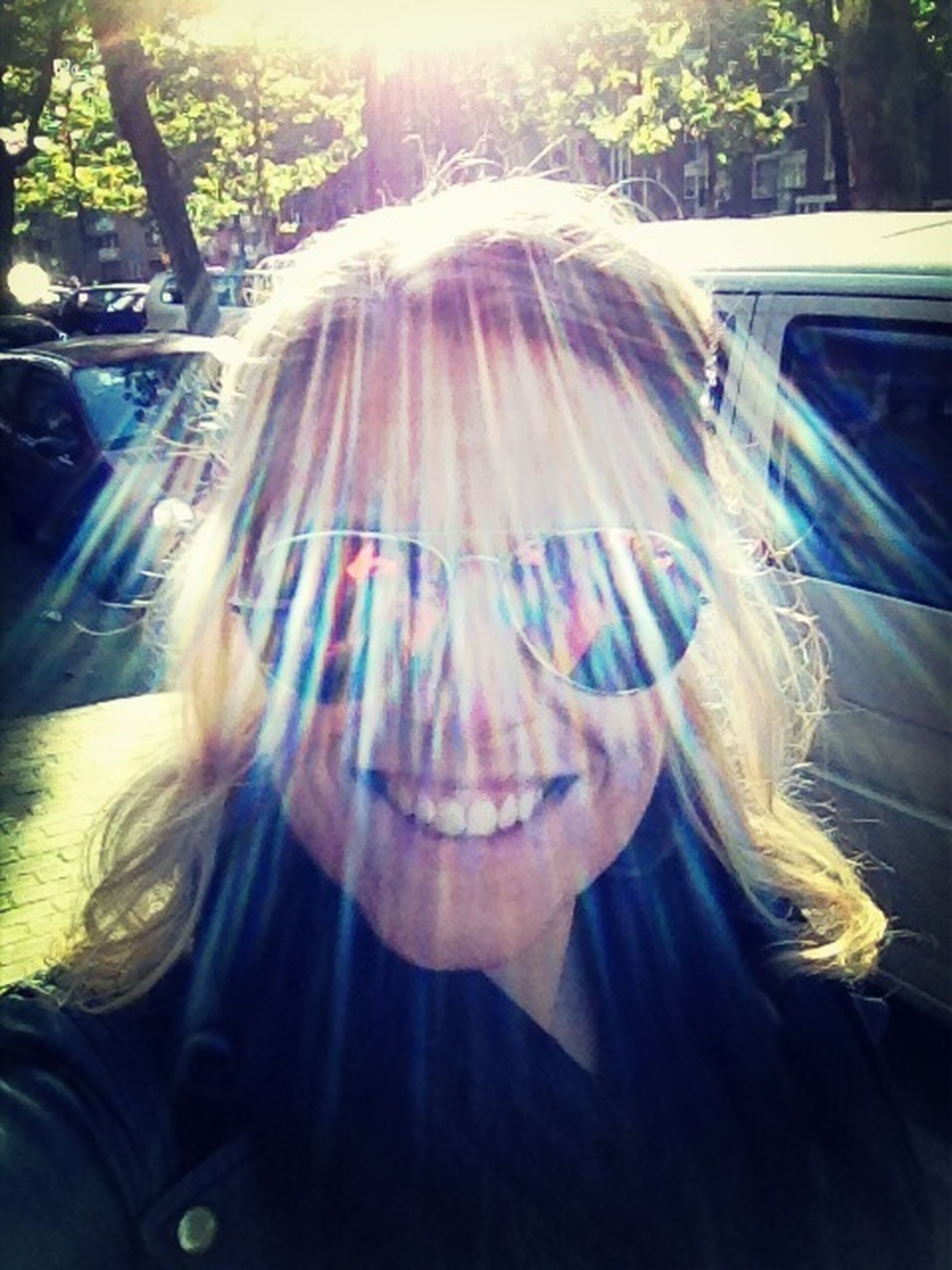 tree, lifestyles, headshot, sunlight, leisure activity, close-up, day, person, sunbeam, young adult, car, lens flare, outdoors, sunglasses, head and shoulders, front view, casual clothing, transportation