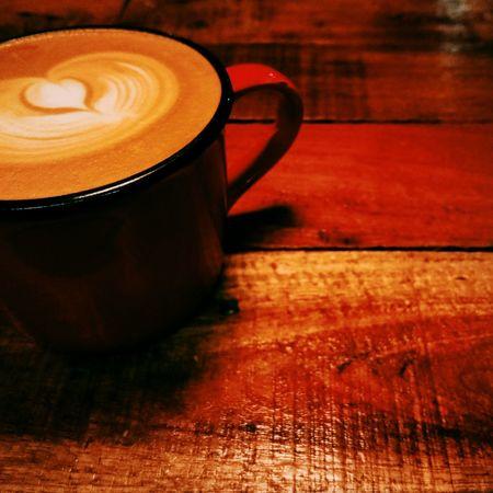 雨天,尬逼☕。 Coffee Drinking A Latte Latte Heart 離線咖啡