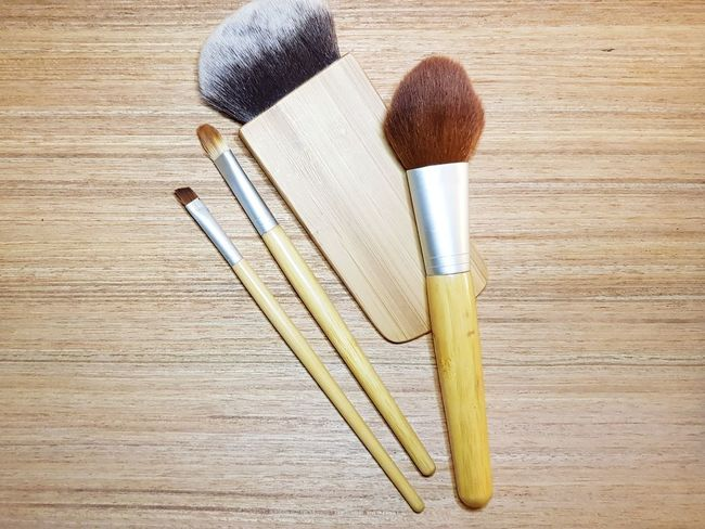 bamboo makeup brushes on wooden background Cosmetic Products Cosmetics Cosmetics Background Cosmetic Makeupbrushes Makeupartist Flat Lay Make-up High Angle View Wood - Material Table Still Life Close-up Brush Hairbrush Eyeshadow Make-up Brush Blush - Make-up Face Powder Eyeliner Lip Gloss