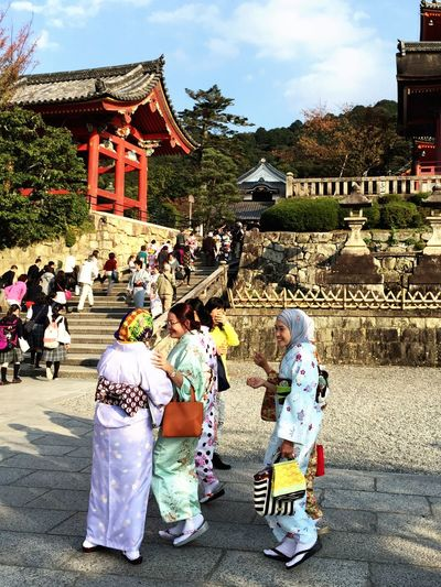 The Tourist Muslims in kimonos in Kyoto. Colorful Travel Travelling Tadaa Community Check This Out Discover Your City Unique Temple Japanese Culture Enjoy The New Normal Women Around The World