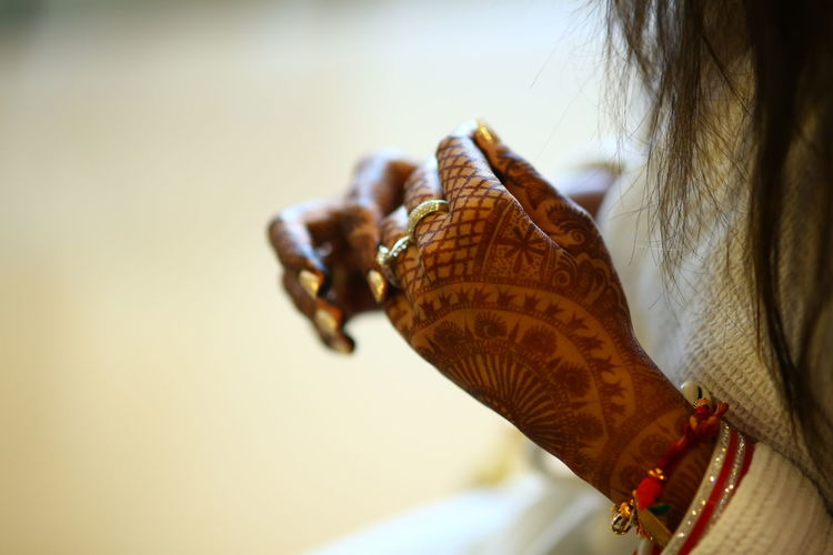 Art And Craft Close-up Creativity Cultures Detail Dry Elégance Fashion Food And Drink Heena Holding Human Body Part Human Hand Music Natural Pattern Part Of Shell Single Object Still Life Studio Shot WEDDING HEENA