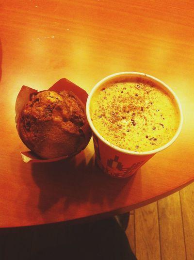 Cafe Latte Drinking A Latte Baked Goods Coffee Break