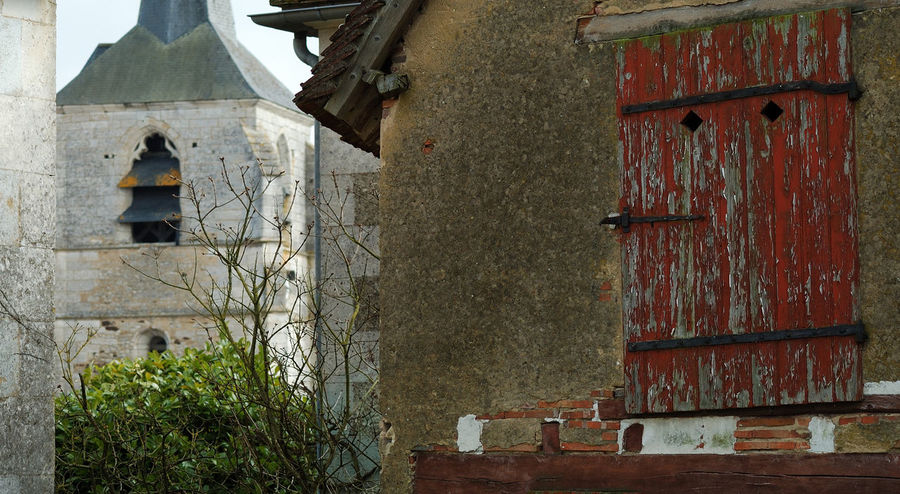 Architecture Boi Building Exterior Church City Detail Eglise Exterior Façade House Low Angle View No People Old Outdoors Plant Red Residential Structure Rough Treigny Volet Wall - Building Feature Window Yonnetourisme