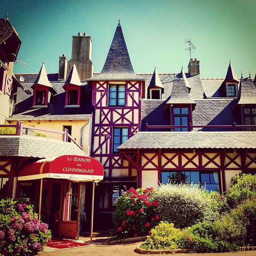 Very nice stay at Hotel Manoir du Cunningham Nikonfr Unmomentsidoux Igersfrance Igersbretagne Saintmalo Sea Summer Photography Hotel Manoir Bretagne Stmalo Bzh Palace Picsoftheday Coeurpostal Colors TBT  Webstagram Architecture Archilovers Art Cunningham Bretagnetourisme