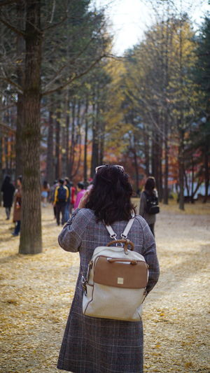 等待著,可以同行的影子 Day Leisure Activity Nami Island Collecti Outdoors People Photography Themes Real People Rear View Standing Warm Clothing Women