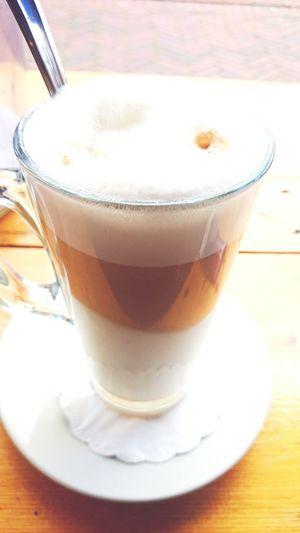Enjoying a Latte Macchiato en La Terazza