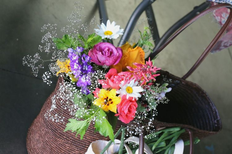 Fresh Flowers Markets Fresh Organic Flowers In Shopping Bag Farmersmarketfinds Flower Head Flower Bouquet Multi Colored Close-up In Bloom Blooming Bunch Of Flowers