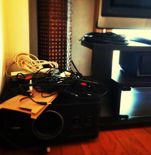 洗濯物畳んだら電気配線しなきゃな…。 Cable Changing Residence