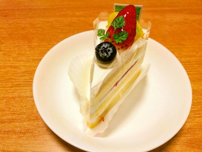 いただきま〜す(๑´ڡ`๑) Plate Sweet Food Dessert Indoors  Food Close-up No People Looking At Camera Focus On Foreground ショートケーキ ケーキ Cake