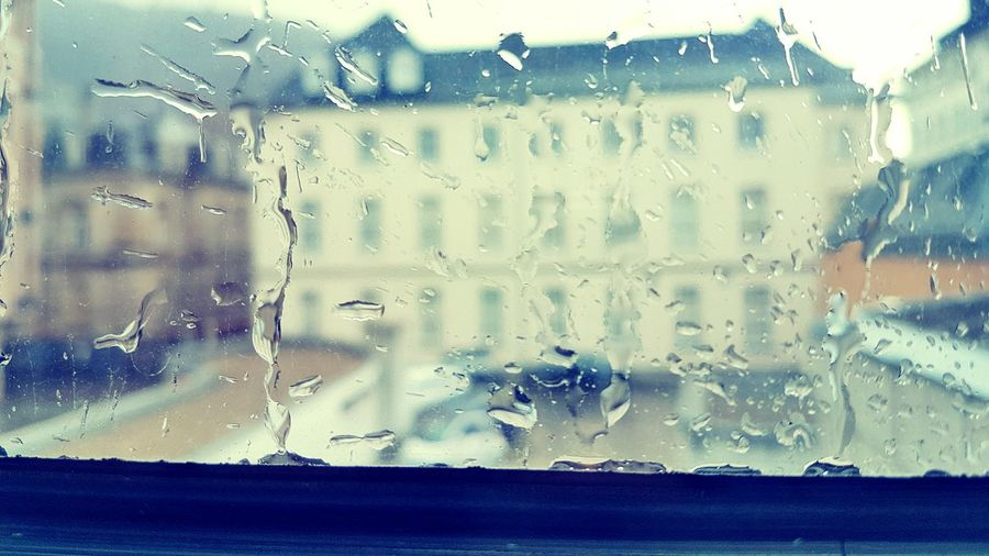 Glass - Material Window Water Drop Transparent Wet Rain Weather Close-up Rainy Season No People Sky Backgrounds Indoors  Nature S7 Photography Adapted To The City Day Raindrops On My Window Raindrops💧 Raindrops On The Window Raindrops Are Lovely Raindropsonmywindow Regentropfen Regenwetter